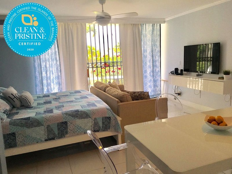 Sophisticated And Sleek Ocean Front Accommodations!, Ferienwohnung in Freeport