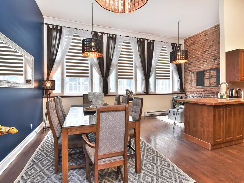 Charming Private Full Floor Super Central Old Montreal, vacation rental in Montreal