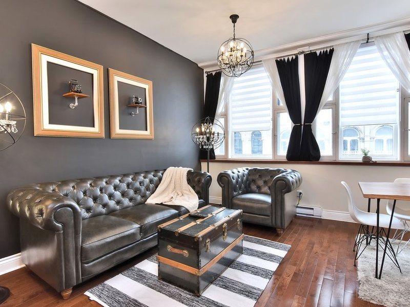 COMFORT PRIVATE FLOOR 5 BEDROOMS SUPER CENTRAL OLD MONTREAL, vacation rental in Montreal