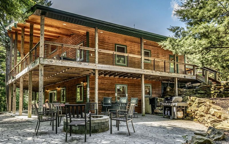 200-acre Double Bore Ranch - 6 Bedroom, 8 Bathroom Lodge, Sleeps 18, aluguéis de temporada em Parker