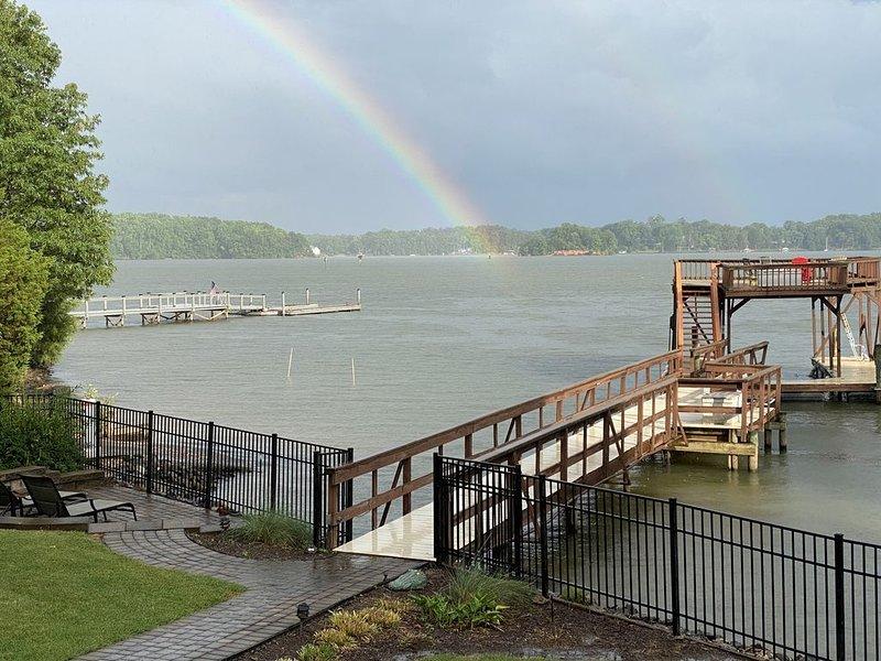 On-the-Water, Private Dock & Boat Ramp, Enclosed Sun Room - LKN Vacation Home, aluguéis de temporada em Terrell