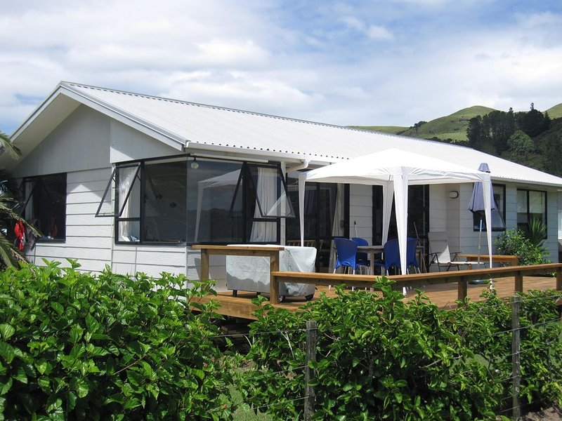 Beachfront T Bay ; best position in the bay., casa vacanza a Mangonui