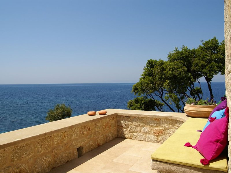 Pretty  sea view cottage in the center of Stoupa, minutes from the sandy beaches, location de vacances à Stoupa