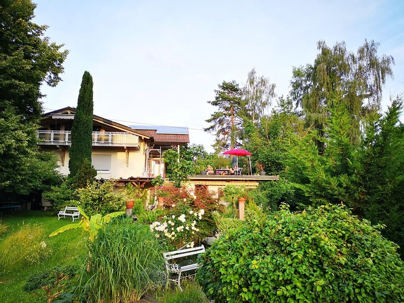 Separate Ferienwohnung mit drei Balkonen und überragender Panoramasicht, alquiler vacacional en Buggingen