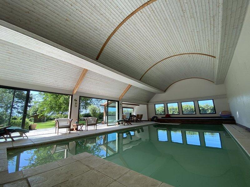 Longère avec piscine privative - Créhen - 10 personnes, holiday rental in Cotes-d'Armor