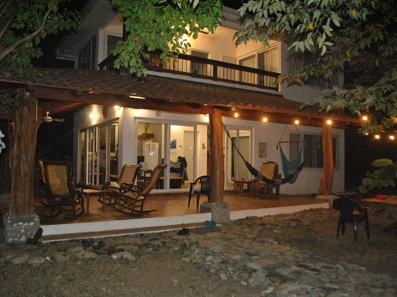 Discover natural tropical wonders staying at this beachside house at El Coco, Ferienwohnung in San Juan del Sur