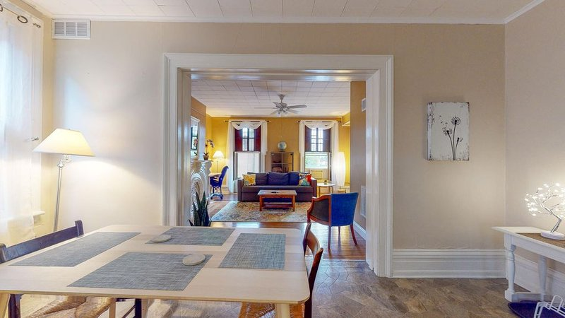 Bright and Cozy One-Bedroom, Quiet Neighborhood Downtown - Extended Stay, aluguéis de temporada em Clifton Park