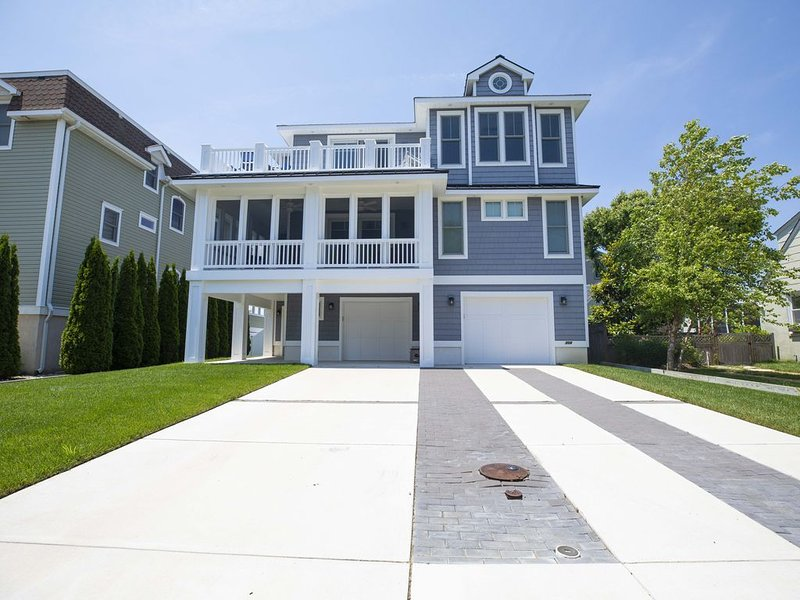 BRING GRANDMA TO THE SHORE!   NEW CONSTRUCTION WITH ELEVATOR, holiday rental in West Cape May