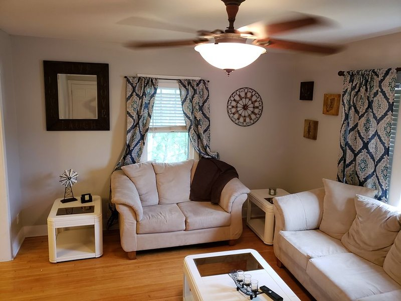 Beautiful 2 Bedroom Suite In Downtown Hibbing, holiday rental in Virginia