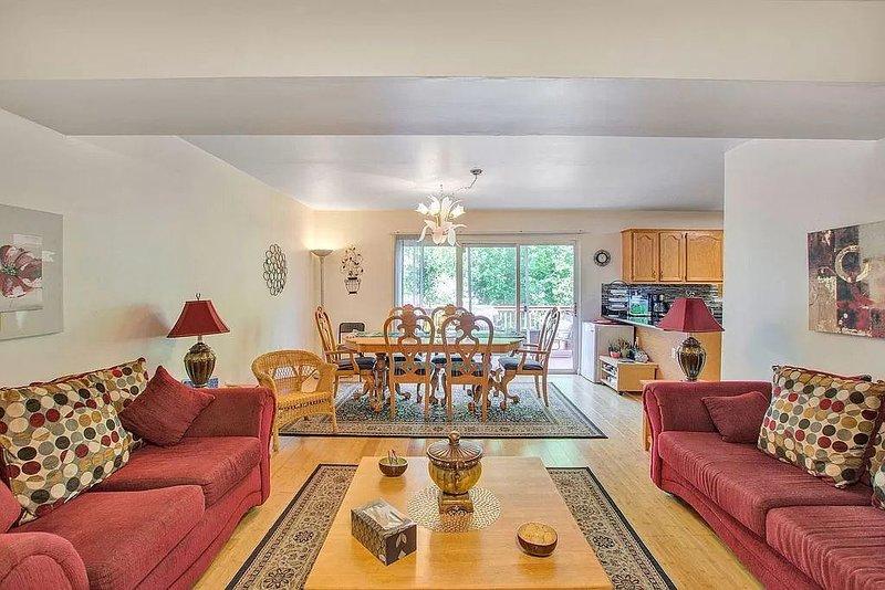 LAKE FRONT,4 Bedroom House-Near UVA & Downtown, location de vacances à Scottsville