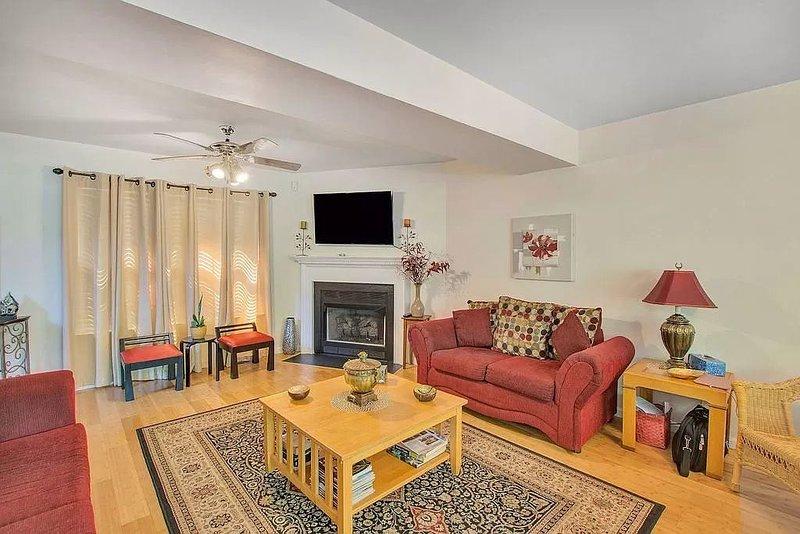 LAKE FRONT,3 BEDROOM HOUSE - Near UVA,Downtown,Wineries, location de vacances à Scottsville