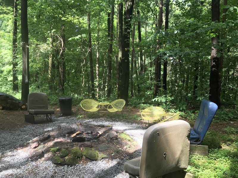 Family-friendly Close to Mohican - furnished 3 BR with deck and a fire pit, holiday rental in Millersburg