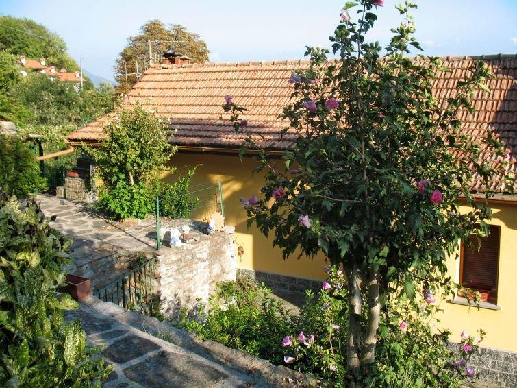 Ferienhaus Monte Tabor (CNR385) in Cannero Riviera - 4 Personen, 2 Schlafzimmer, vacation rental in Cannero Riviera