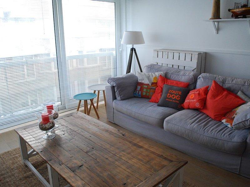 gezellig appartement, beach-house stijl, vlak bij het strand Knokke Zoute,, holiday rental in Knokke-Heist