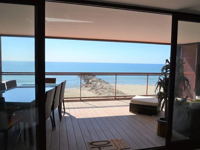 Sur la plage, Appartement 5* de 75m2, Clim, Wifi et terrasse de 25 m2 !, alquiler vacacional en Palavas-les-Flots