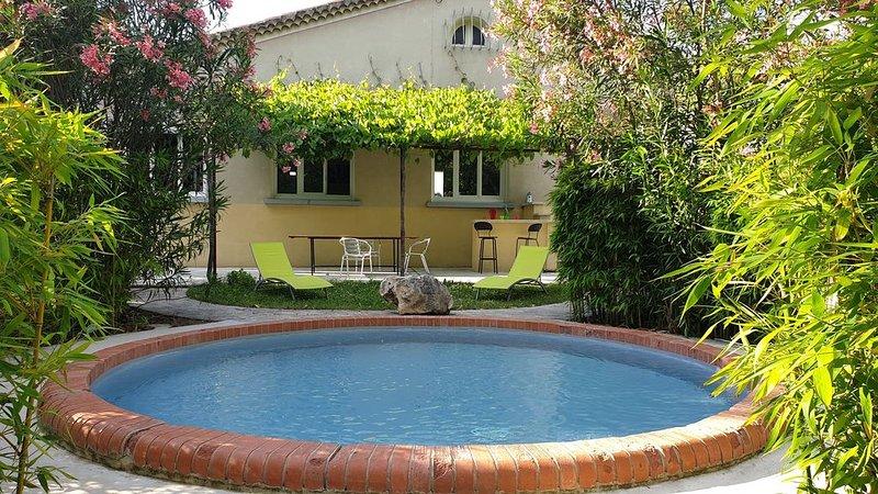 Mazet des Farfadets : Maison à la campagne avec bassin de baignade, holiday rental in Courthezon