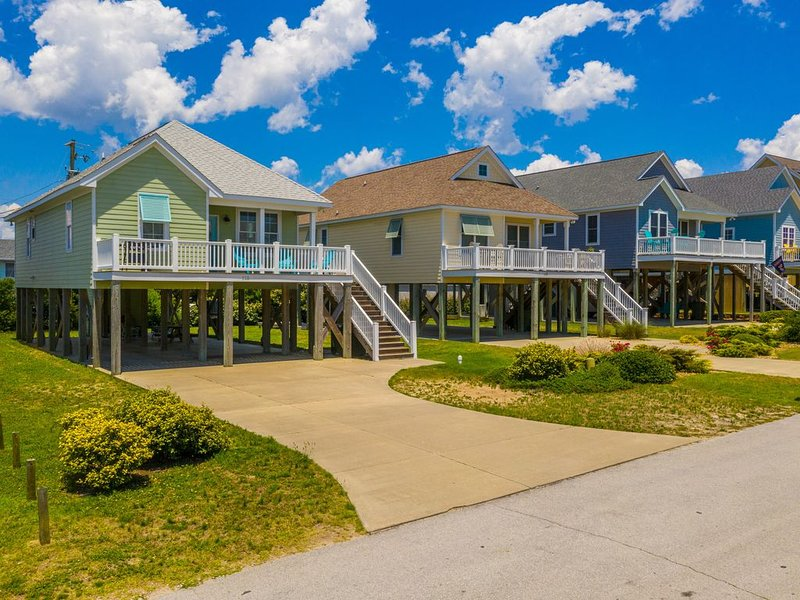 LOW WINTER RATES~ In the Heart of Atlantic Beach by the Circle~One Level Living, holiday rental in Atlantic Beach