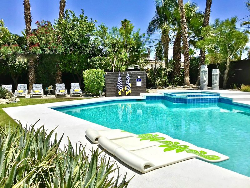 FABULOUS PRIVATE MID-CENTURY FOUR BEDROOM RESORT STYLE POOL HOME IN CENTRAL PS, alquiler de vacaciones en Palm Springs