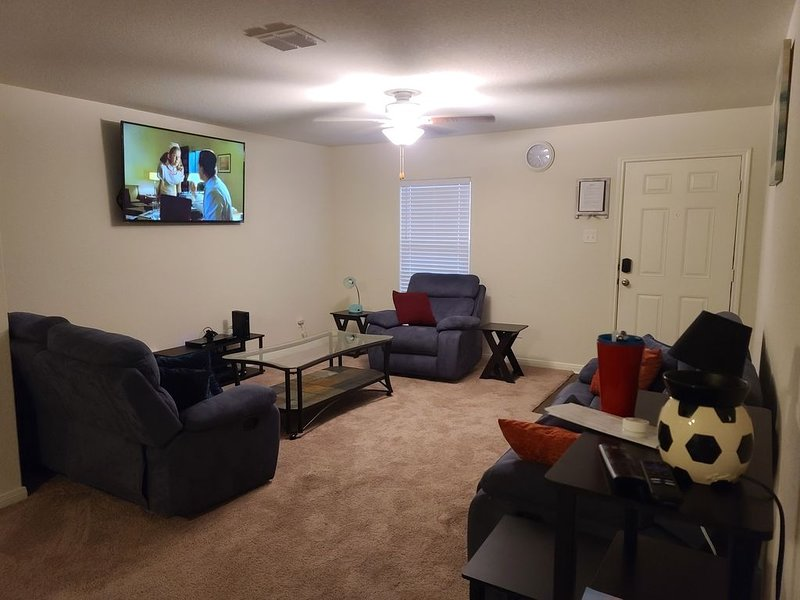 Rental Home near SeaWorld for BMT/Corporate Housing/Travel Nurses/RNs/airbnb, holiday rental in Macdona