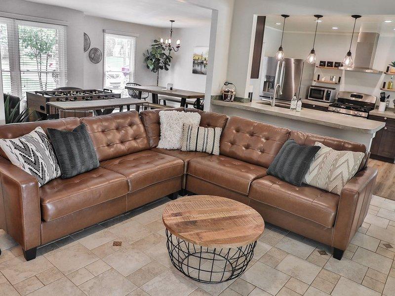 Designer Ranch House Minutes to Parris Island & Downtown Beaufort, location de vacances à Seabrook