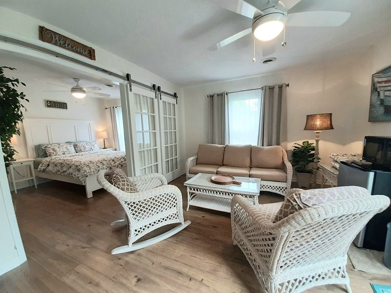 Charming Guest Suite, holiday rental in Myrtle Grove