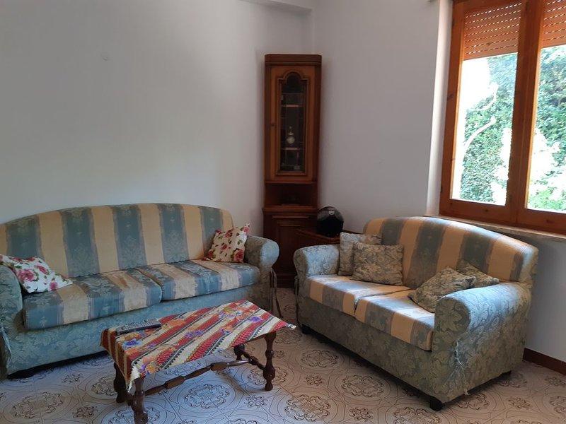 DELIZIOSO APPARTAMENTO A DUE PASSI DAL MARE, holiday rental in Castellonorato