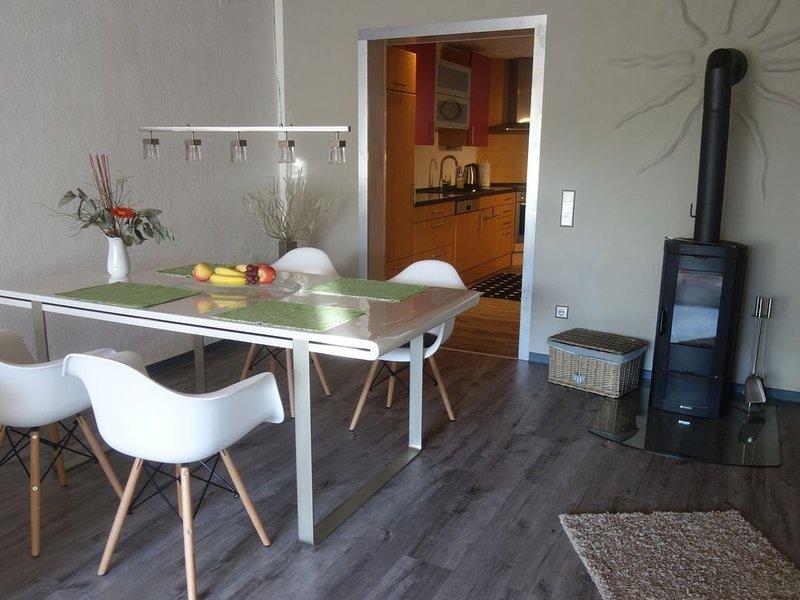 Großzügige Wohnung mit Garten in ruhiger Waldrandlage, frisch renoviert, holiday rental in Rhodt unter Rietburg