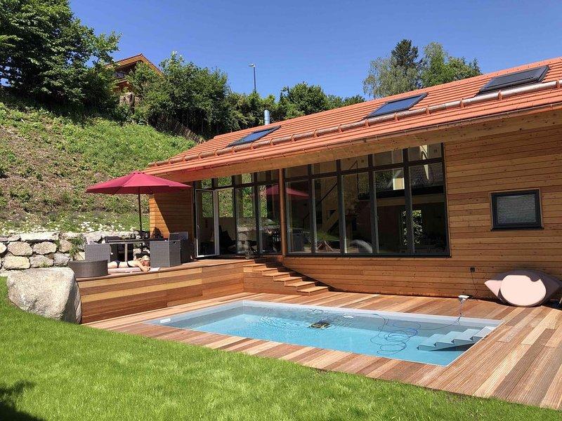 NEU: Ferienhaus Seekarblick mit privatem Pool, alquiler de vacaciones en Bad Heilbrunn