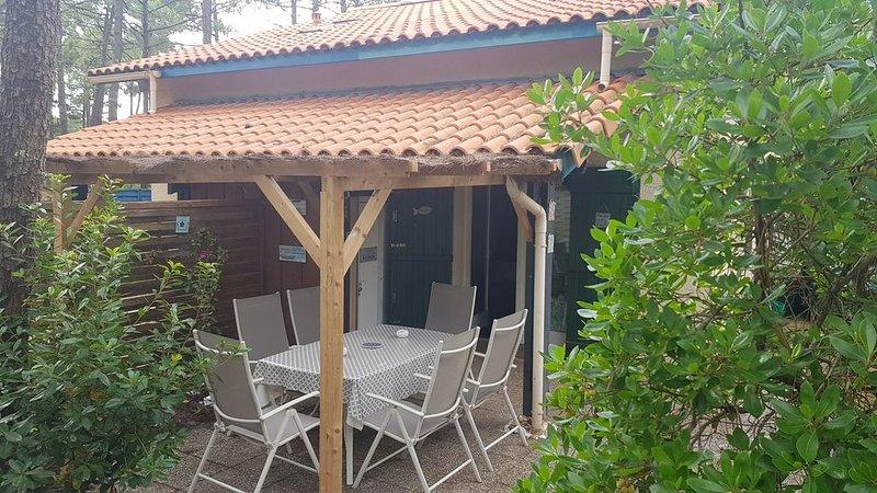 Maison de vacances dans les pins, calme et tranquilité, proche plages, vacation rental in Lacanau
