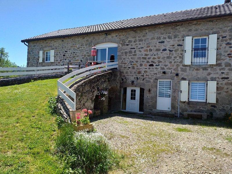 Gîte 4 étoiles 'Sur les Chemins du Lizieux ' Nature Balneo Sauna, holiday rental in Grazac