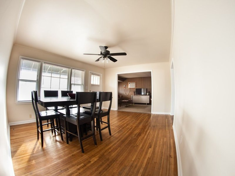 Double Queen; Near Expo Center, Downtown, and Gathering Place, holiday rental in Tulsa