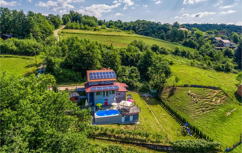 2 Zimmer Unterkunft in Zadoborje, casa vacanza a Metlika