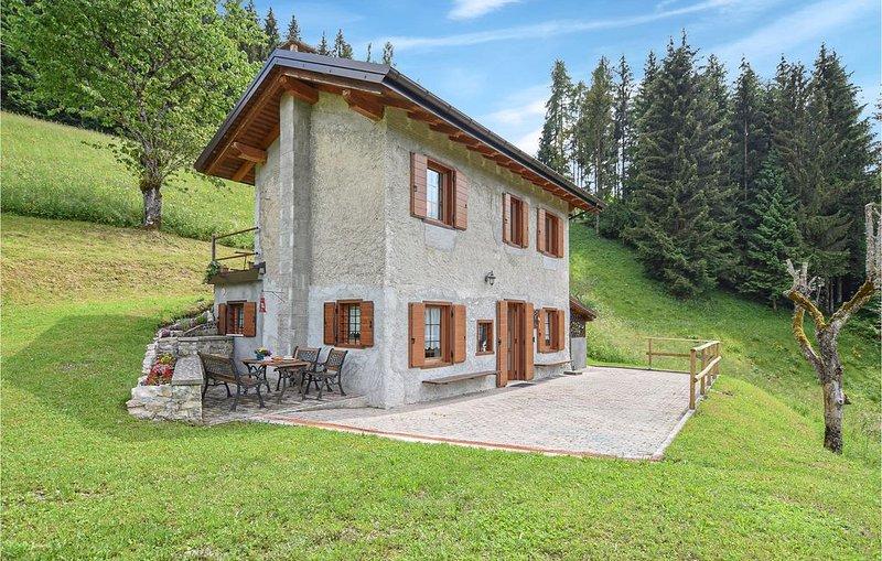 2 Zimmer Unterkunft in Sovramonte, holiday rental in Tonadico