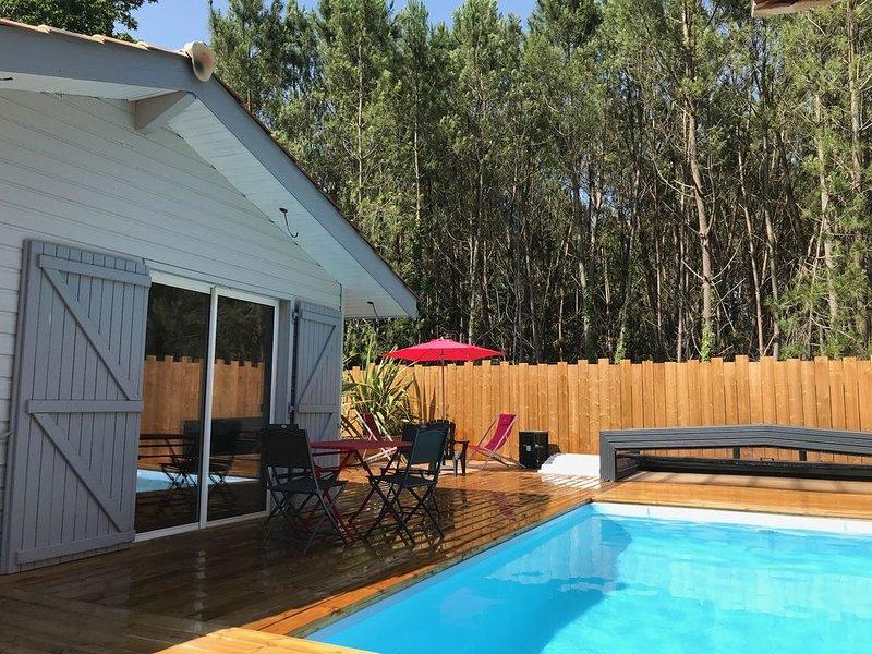 charmant chalet climatisé de 50M² avec piscine privée couverte chauffée, casa vacanza a Grayan-Et-L'Hopital