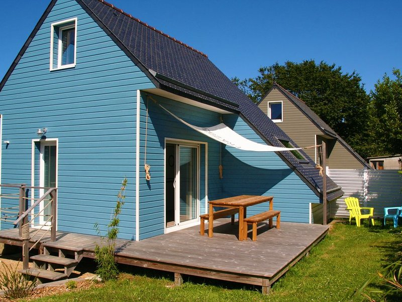 NOUVEAU: Maison ossature bois 800m du port et des plages Côte de Granit Rose, vacation rental in Trelevern