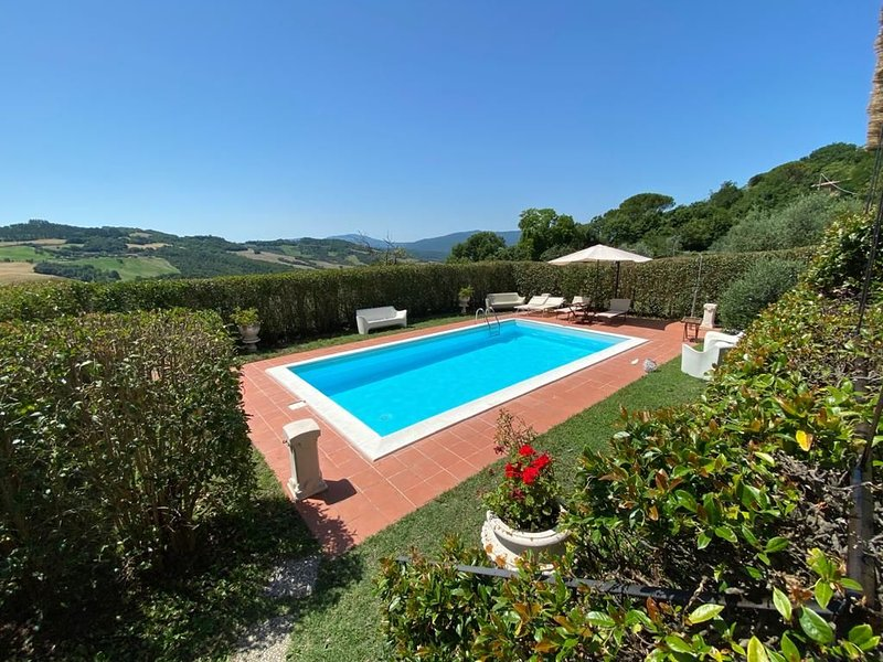 Holiday house with pool 40 km from Siena, alquiler vacacional en Radicondoli