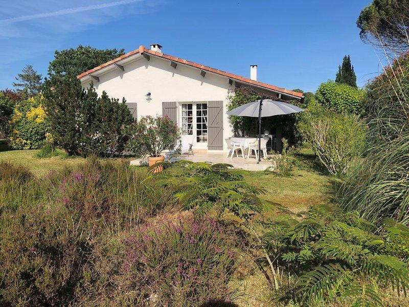 Neu: Freistehendes Ferienhaus «Landaise» mit großem Garten 4 km von Contis, holiday rental in Bias