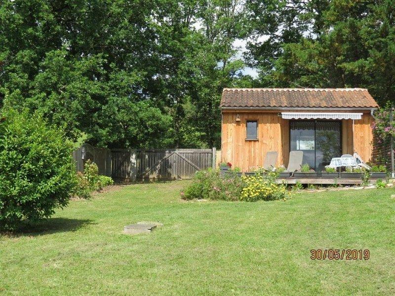 L'Ensoleillade  Petit Chalet écologique en bois de 19M2  dans jardin.  2 étoiles, location de vacances à Montignac