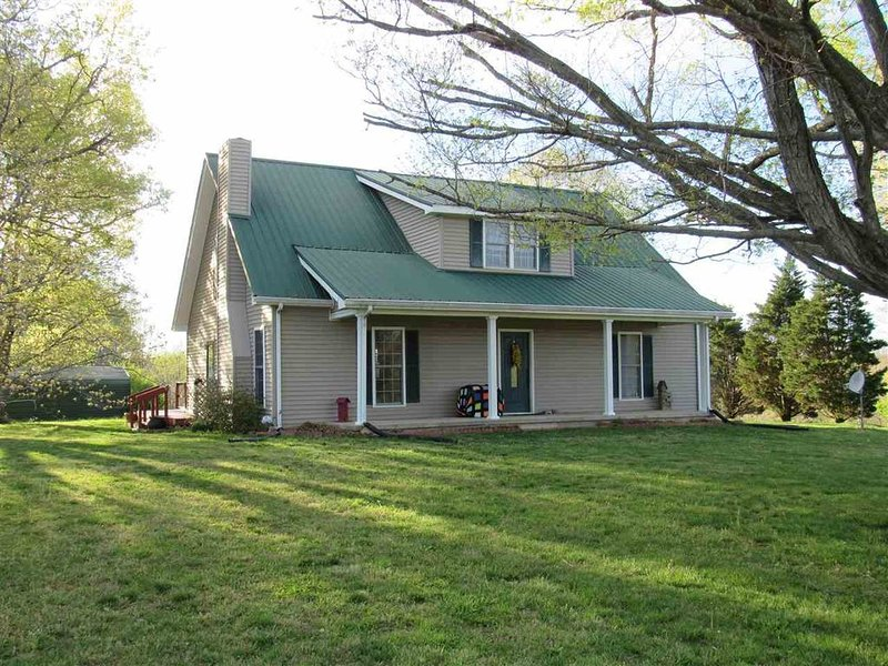 Peace and quiet of country living within minutes of city amenities., holiday rental in Bowling Green