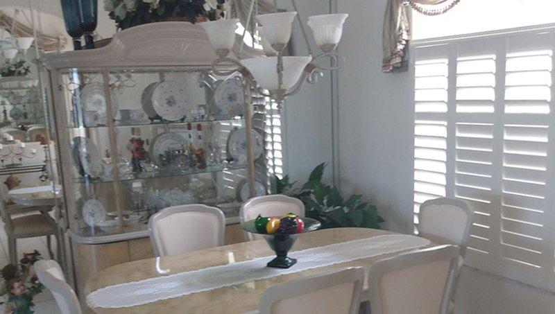 FLORIDA CUSTOM BUILT HOME ON CANAL, casa vacanza a Murdock