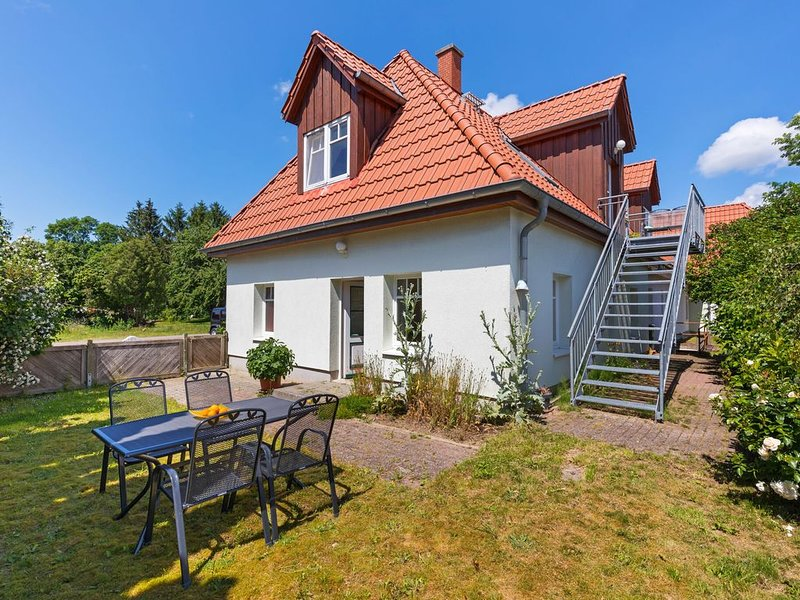 Garden-View Apartment in Lübow with Terrace, holiday rental in Warin