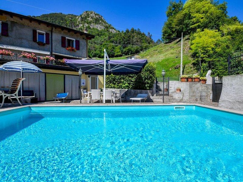 "Rustikales Apartment ""Residence Tatiana B3"" mit Pool, Terrasse, Bergblick und WL, casa vacanza a Tremosine sul Garda"