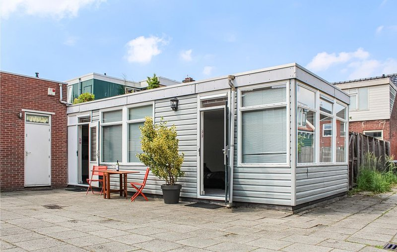 2 Zimmer Unterkunft in Zaandam, holiday rental in Zaandam