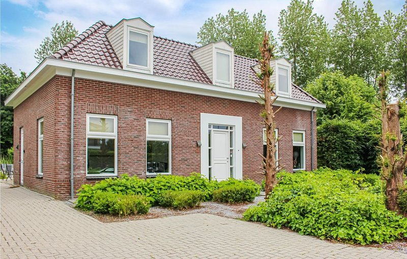 4 Zimmer Unterkunft in Zeewolde, vacation rental in Spakenburg