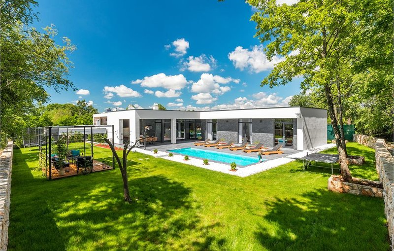 2 Zimmer Unterkunft in Zminj, vacation rental in Ferlini