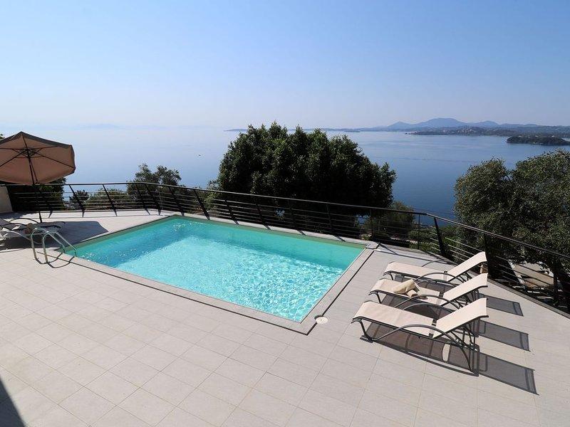 ★ Villa Faiax - private pool with stunning Ipsos bay views ★, location de vacances à Pyrgi