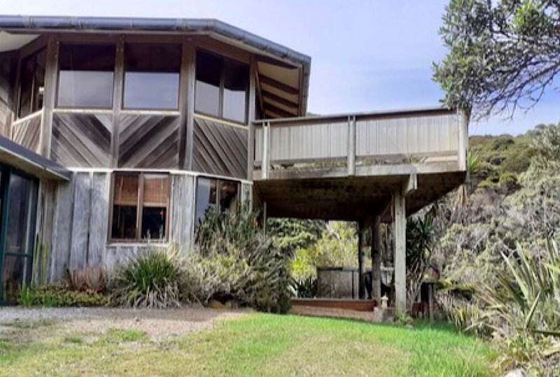 """The Yard Master"" Schooner Bay, holiday rental in Whangaparapara"
