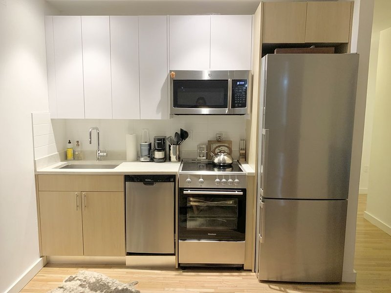 Empire State Escape 1 King Bedroom, vacation rental in Weehawken
