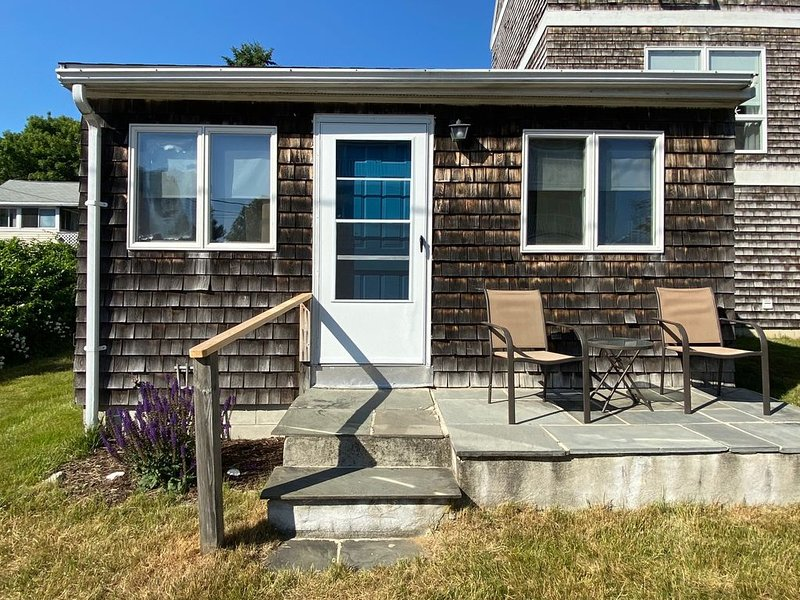 York Beach Ocean View 2- bedroom cottage at the heart of Long Sands Beach, vacation rental in York Beach