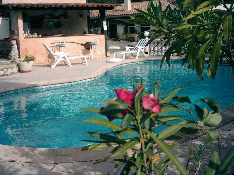 gîte dans villa, à la campagne, piscine privée, jacuzzi à 10 km de NICE, holiday rental in Coaraze